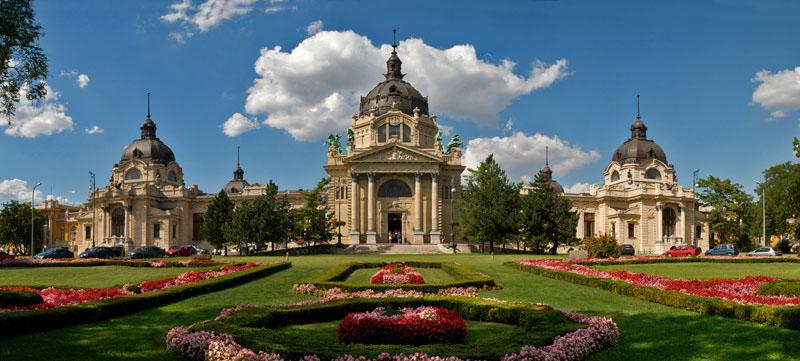 Vuelos a Budapest: exterior del Balneario de Budapest.